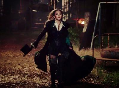 دانلود و ترجمه متن آهنگ Ghost town از Madonna