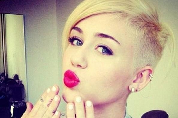 ترجمه متن و دانلود آهنگ We Can't Stop از Miley Cyrus