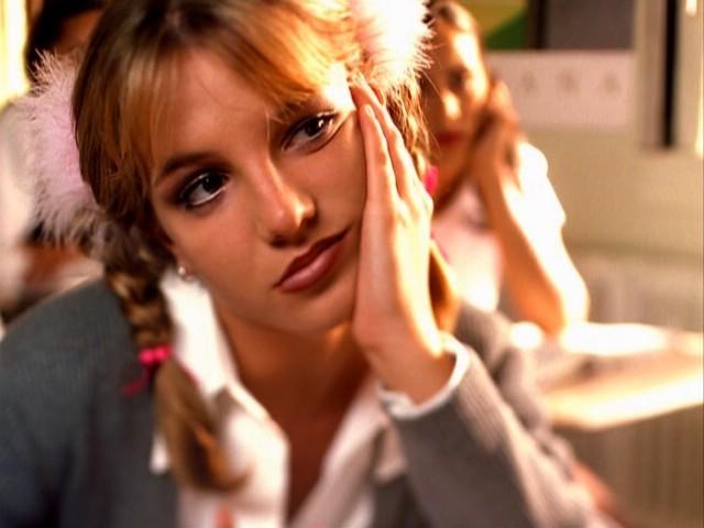ترجمه متن و دانلود آهنگ Baby One More Time از Britney Spears