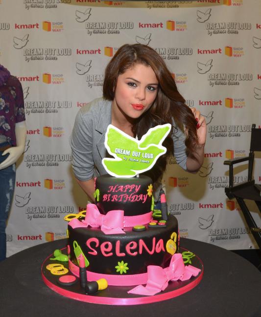 ترجمه متن و دانلود آهنگ Birthday از Selena Gomez