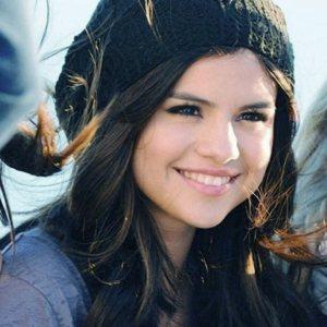 ترجمه متن و دانلود آهنگ Rule the World از Selena Gomez