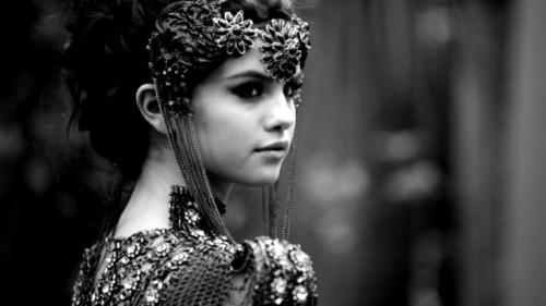 ترجمه متن و دانلود آهنگ Stars Dance از Selena Gomez