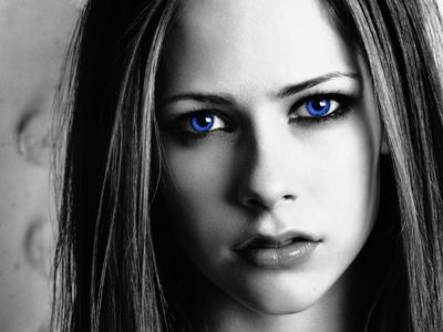 ترجمه متن و دانلود آهنگ Slipped Away از Avril Lavigne