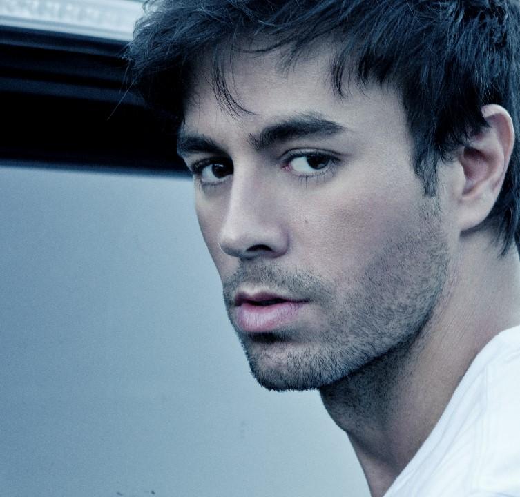 ترجمه متن و دانلود آهنگ Alive از Enrique Iglesias