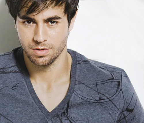 ترجمه متن و دانلود آهنگ On Top Of You از Enrique Iglesias