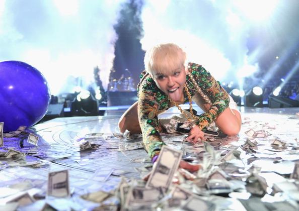 ترجمه متن و دانلود آهنگ Love Money Party از Miley Cyrus