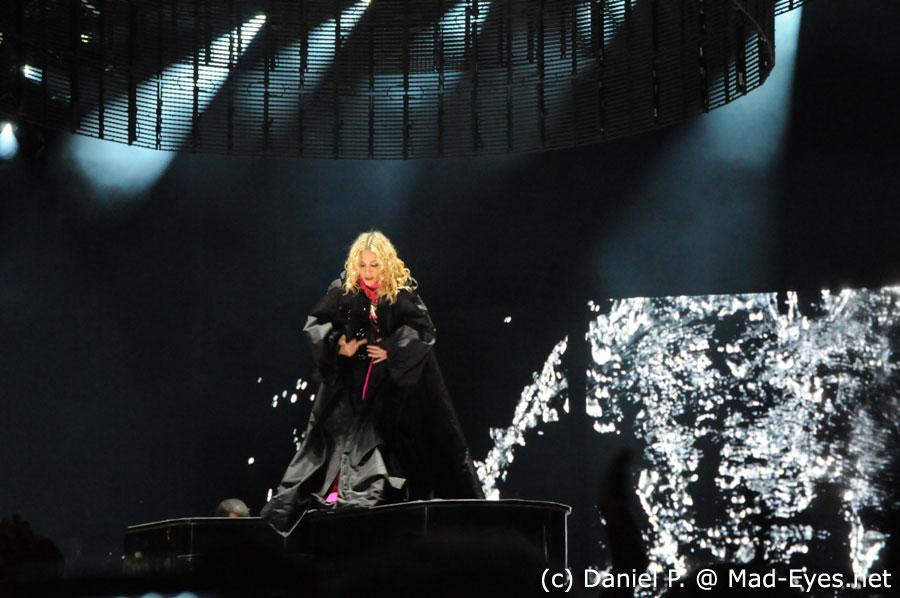 ترجمه متن و دانلود آهنگ Devil Wouldn't Recognize You از Madonna