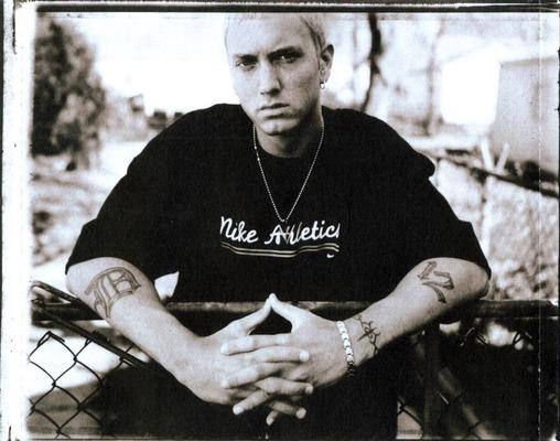 دانلود آهنگ Groundhog Day از Eminem با ترجمه متن آهنگ فارسی
