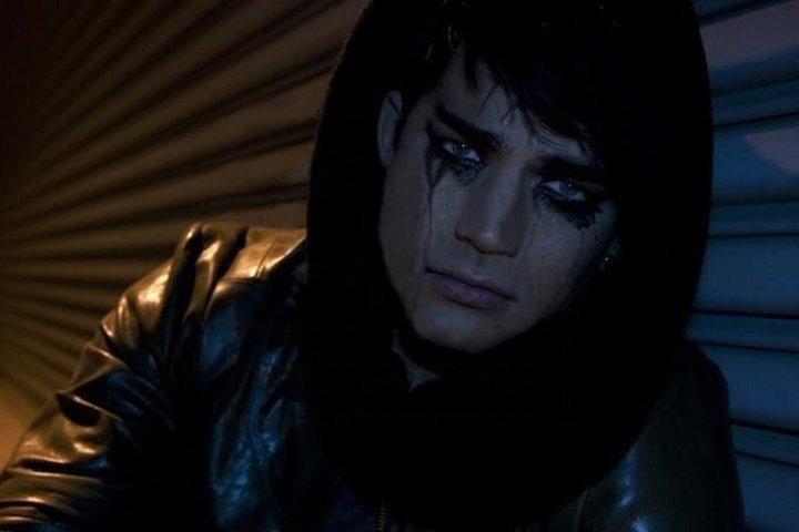 دانلود آهنگ Crying از Adam Lambert با ترجمه متن آهنگ فارسی