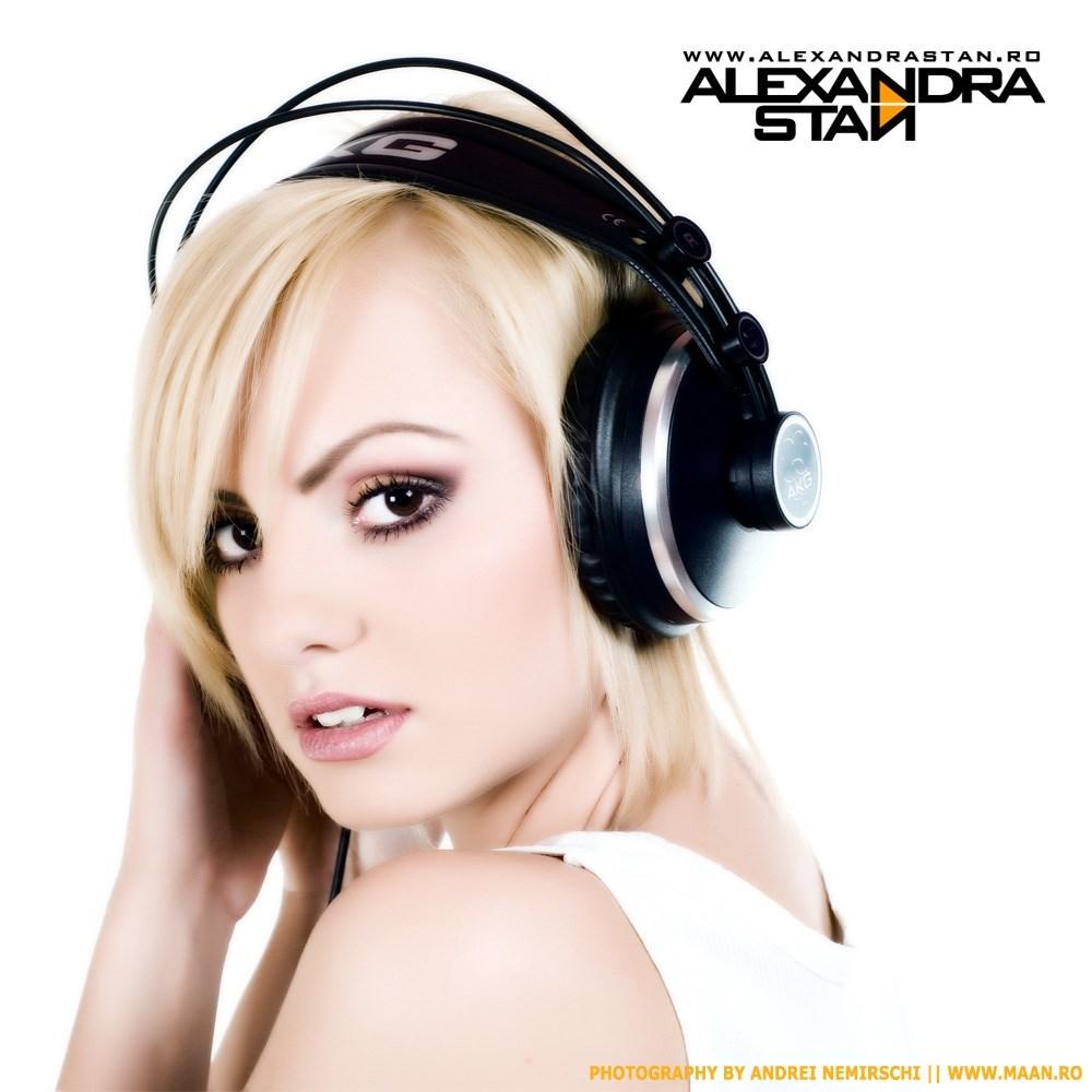 دانلود آهنگ Dance از Alexandra Stan با ترجمه متن آهنگ فارسی